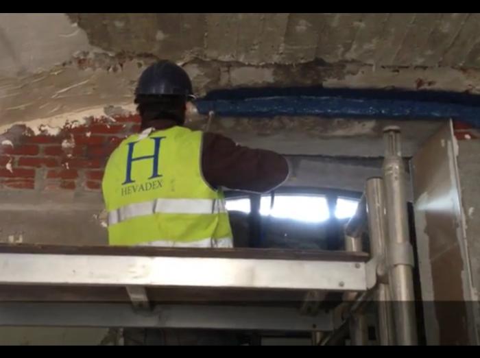 Jonction mur - plafond